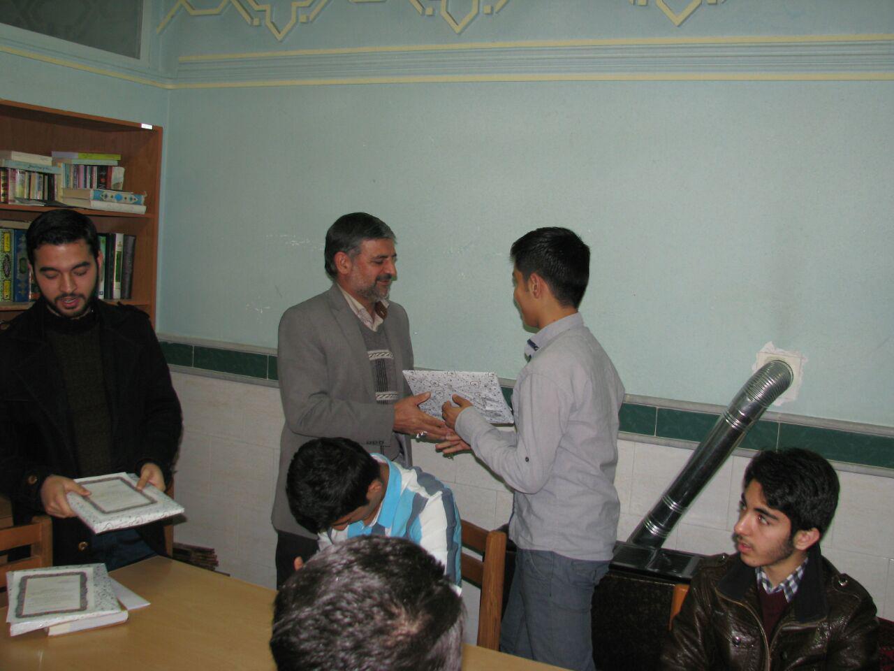 جلسه شورای دانش اموزی دارلقرآن مهدیشهر