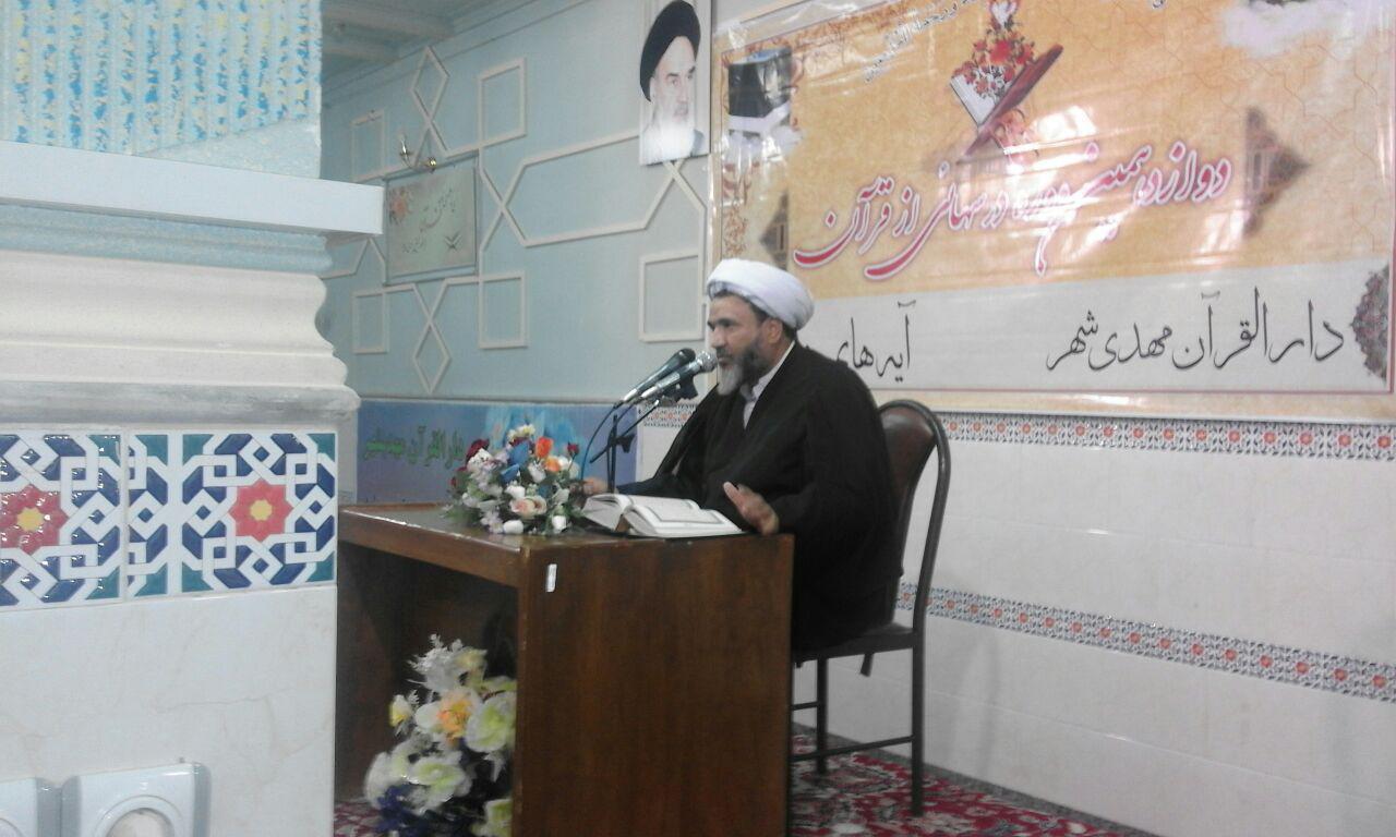 جلسه تفسیر قرآن دوشنبه شبها همراه با نماز مغرب و عشاء