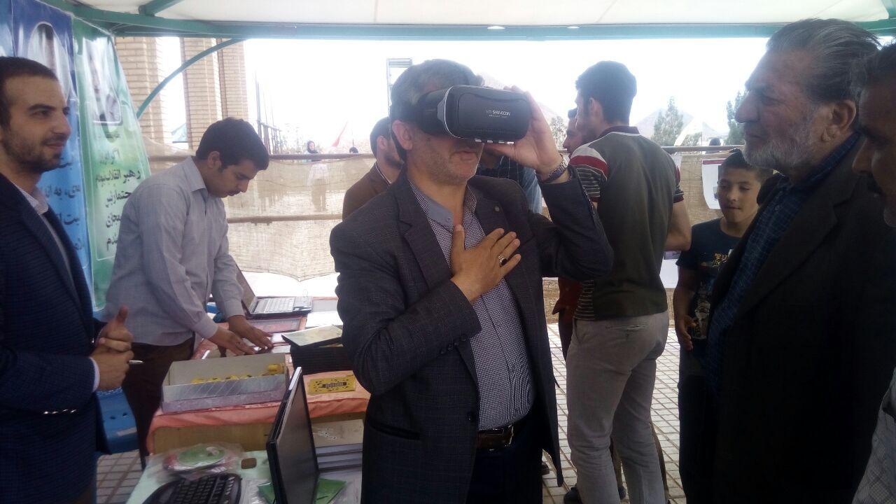 تصاویری از برگزاری اولین غرفه فضای مجازی در شهرستان توسط گروه فضای مجازی و تولید رسانه دارالقرآن