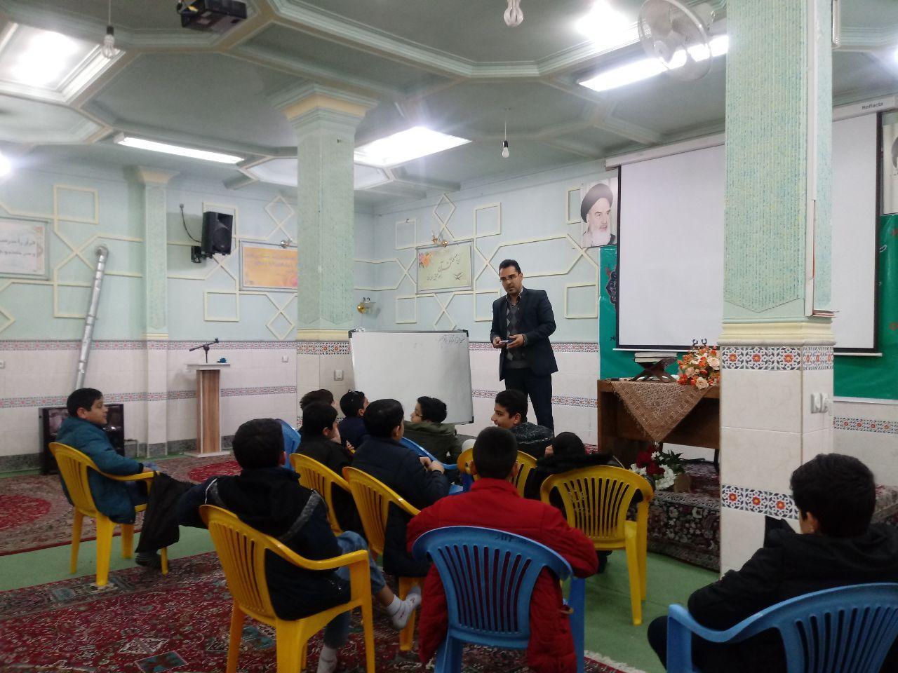 حلقه تربیتی علمی نوجوانان مقطع دوره اول دبیرستان با حضور استاد احمد نورانی